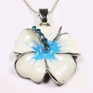 HAWAIIAN WHITE AND BLUE HIBISCUS FLOWER NECKLACE